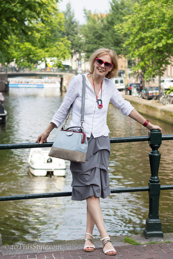 On a bridge over the Amsterdam canals | 40plusstyle.com