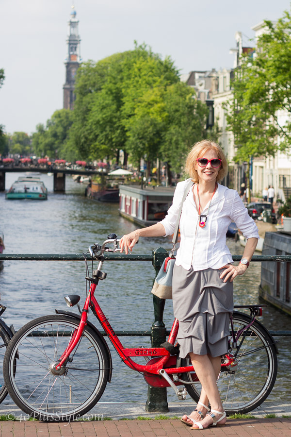 The red bike - the perfect accessory to my outfit | 40plusstyle.com