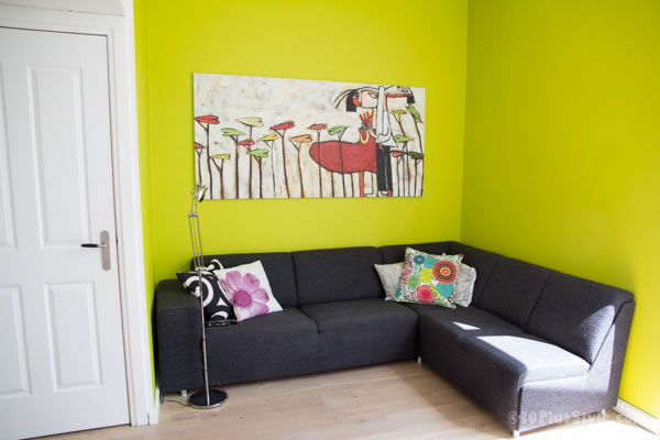 Bright lime green wall in living room | 40plusstyle.com