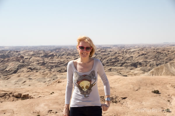 Wearing a printed t-shirt in the Namib desert | 40plusstyle.com