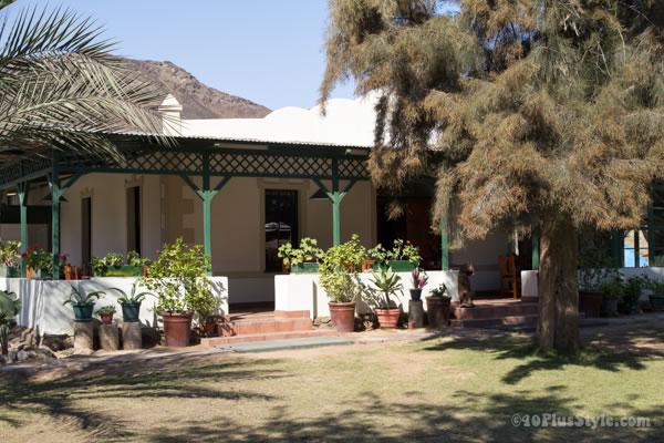 Goanikontes Oasi Namib desert, Namibia | 40plusstyle.com