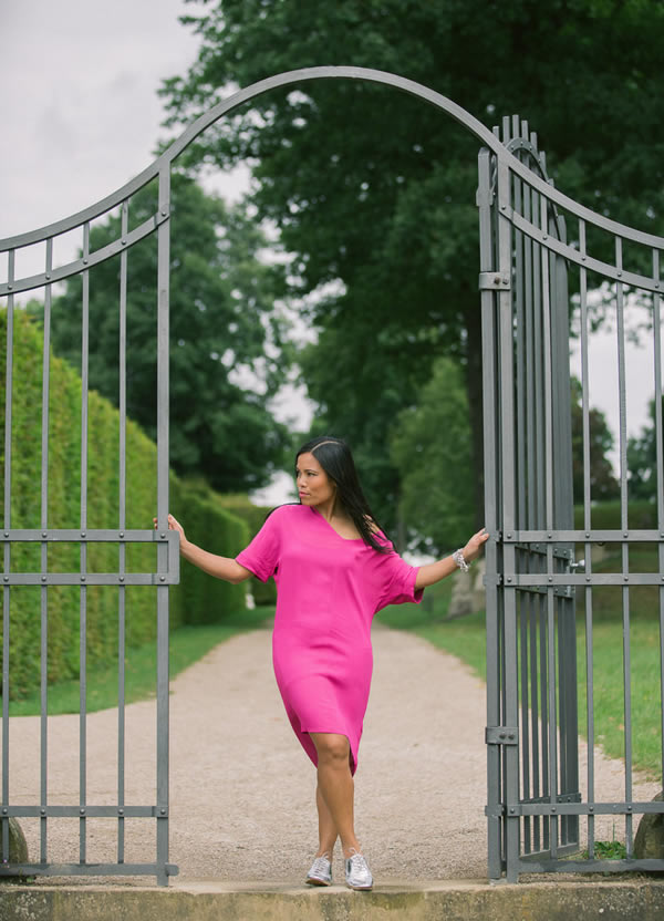 Souri wearing a pink dress | 40plusstyle.com