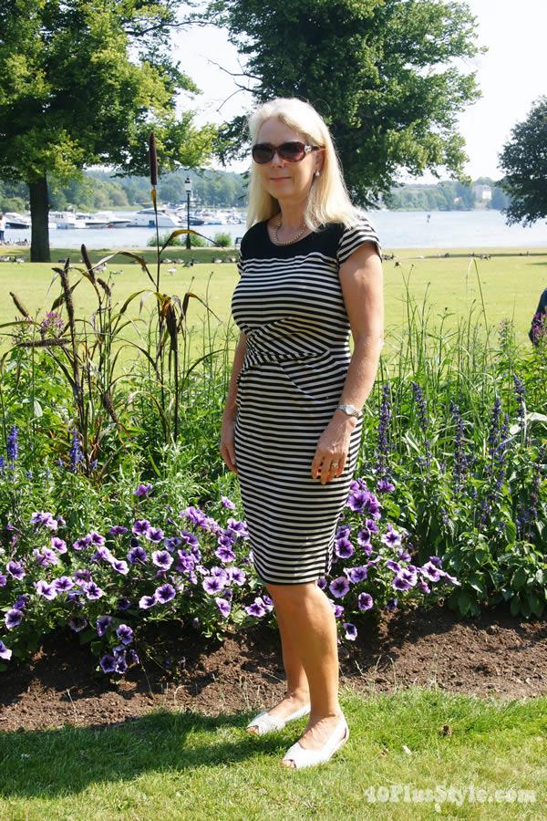 Lorraine wearing a striped dress | 40plusstyle.com
