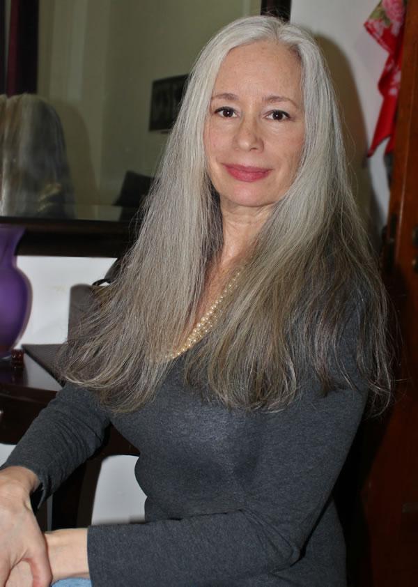 Sunday inspiration: beautiful long gray hair | 40plusstyle.com