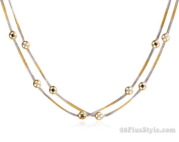 Black & White diamond necklace in 18K Gld - Taula | 40plusstyle.com
