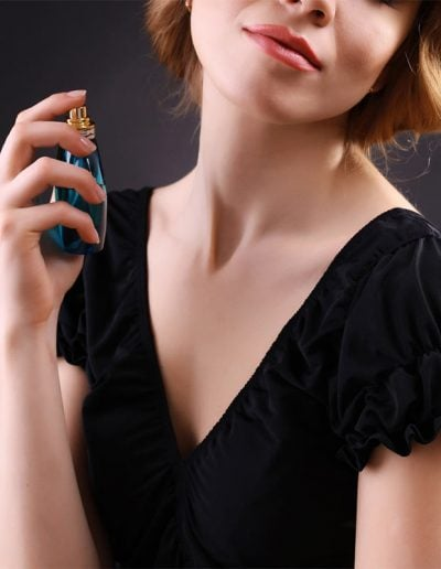 How to wear perfume the right way | 40plusstyle.com