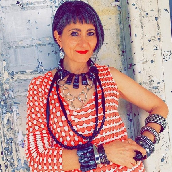 Eclectic, arty and colorful - a style interview with Elizabeth  40plusstyle.com