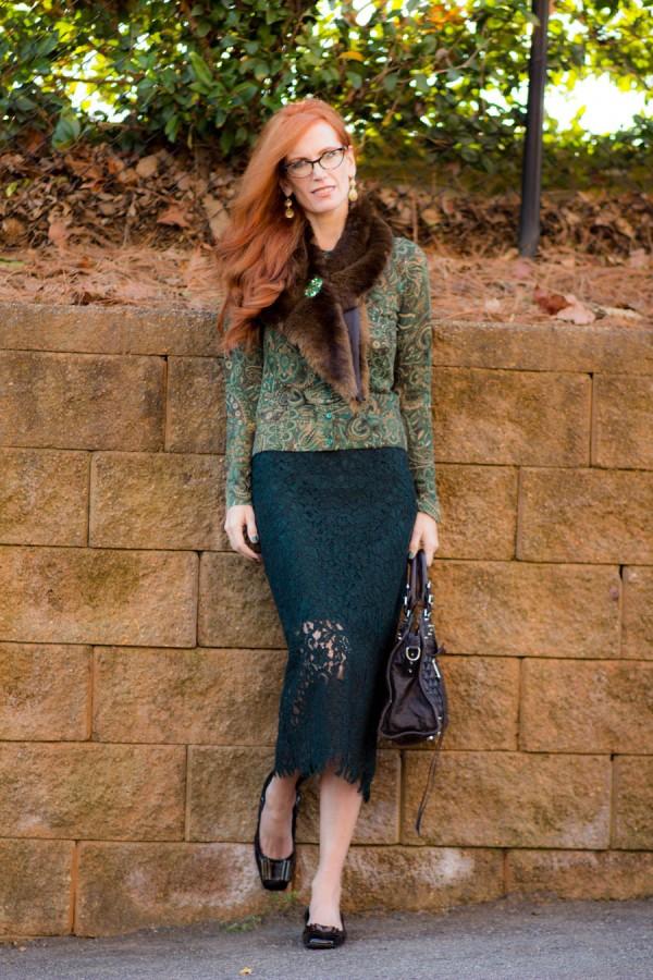 Fur Stole Lace Top Skirt Vintage Brooch   40plusstyle.com