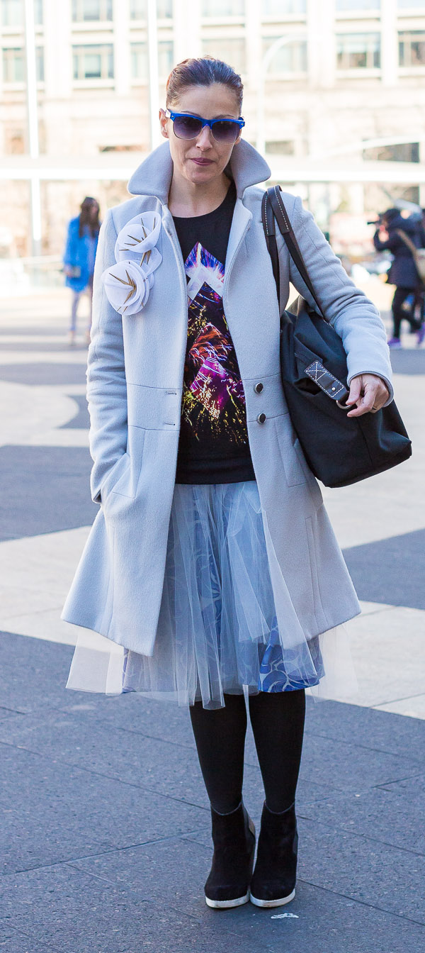 blue tulle skirt graphic shirt winter looks | 40plusstyle.com