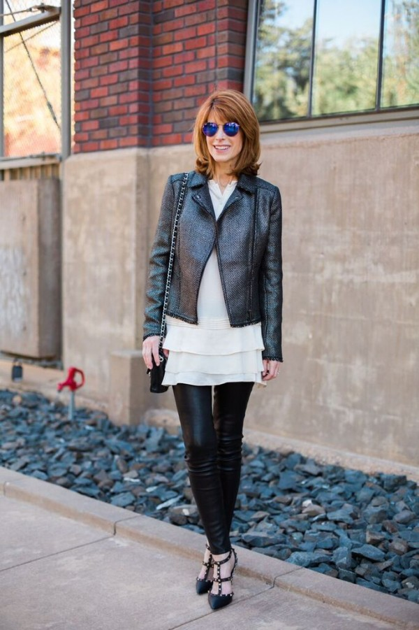 Leather leggings valentino stud pumps | 40plusstyle.com