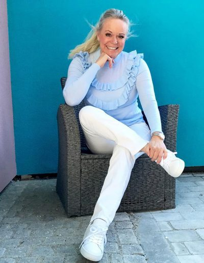 How to wear pale blue | 40plusstyle.com