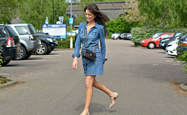 Denim on denim outfit inspiration | 40plusstyle.com