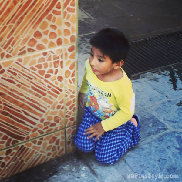 Little boy in Peru | 40plusstyle.com