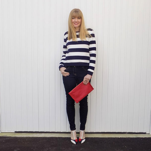 Striped sweatshirt with skinny jeans and colourblock shoes   40plusstyle.com