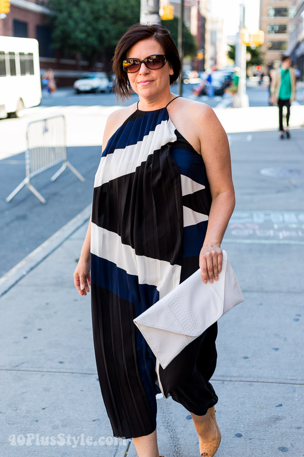 Streetstyle inspiration: pleeted black and white romper | 40plusstyle.com
