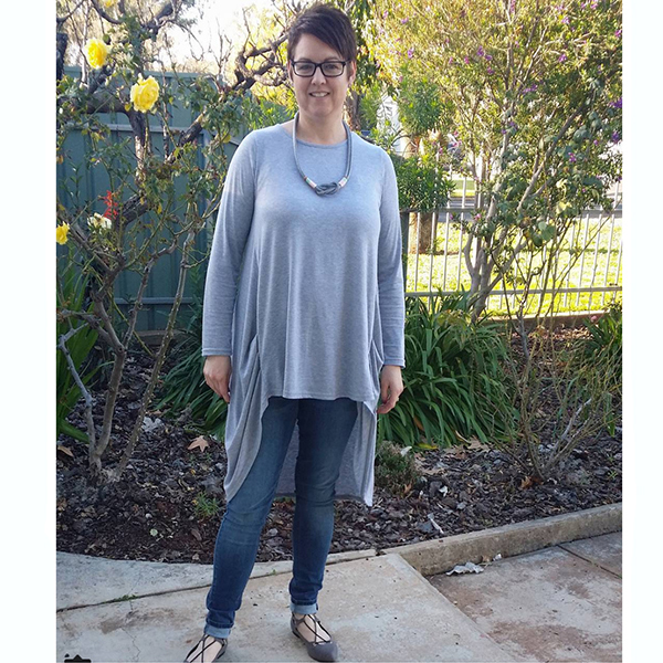 #40plusstyle inspiration: Gray tunic outfit idea with accessories | 40plusstyle.com