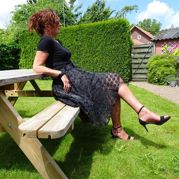 Style interview with Nancy: A chic all black outfit idea   40plusstyle.com