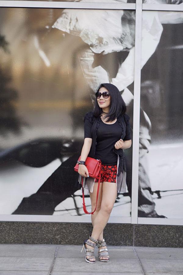 How petite women wear cocktail shorts | 40plusstyle.com