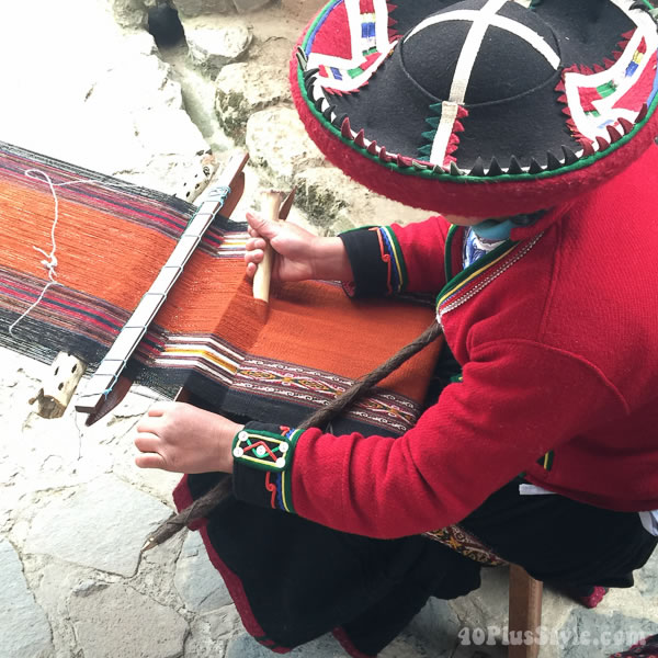 Threads of South America: women weaving traditional clothes | 40plusstyle.com