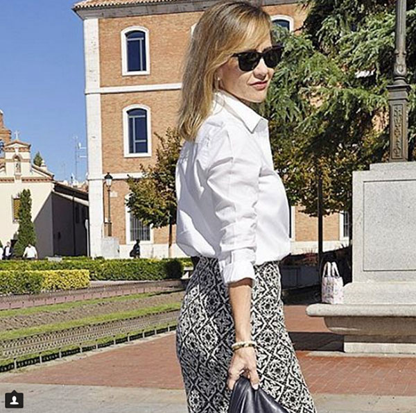 #40plusstyle inspiration: White button down top with a stylish pencil skirt| 40plusstyle.com