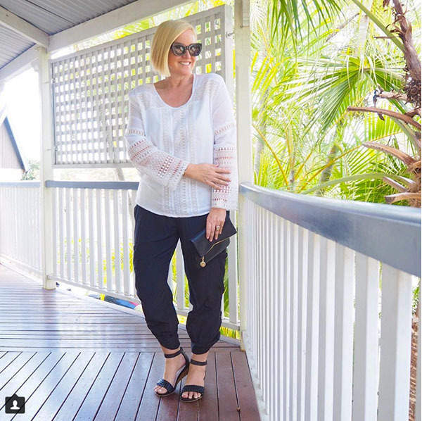 #40plusstyle inspiration: Casual white top and black pants | 40plusstyle.com