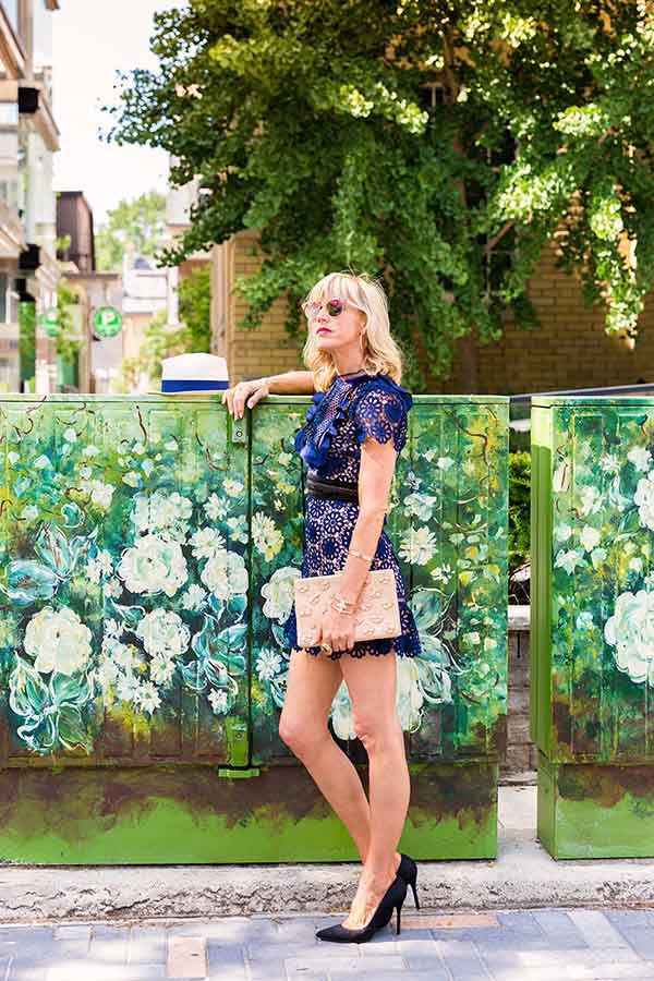 Weekend style idea: Whit and blue paisley sunday dress | 40plusstyle.com