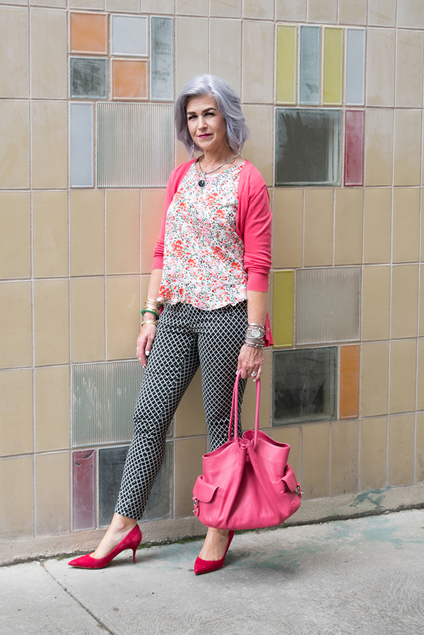 Print on print: printed pants with floral prints | 40plusstyle.com