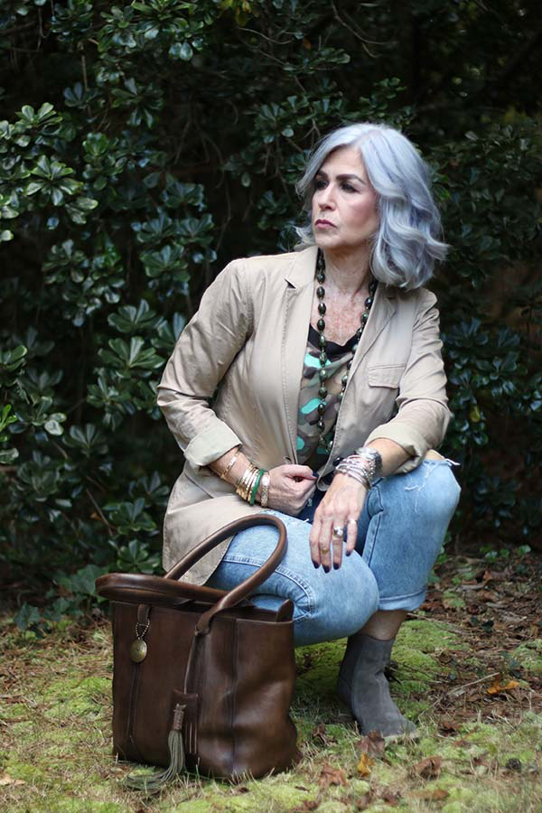 Jeans with grey boots outfit | 40plusstyle.com