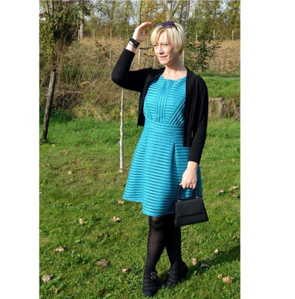 #40plusstyle inspiration: blue dress with a cardigan   40plusstyle.com