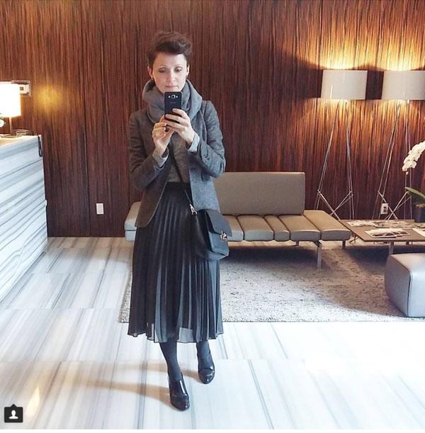 #40plusstyle inspiration: black pleated skirt   40plusstyle.com