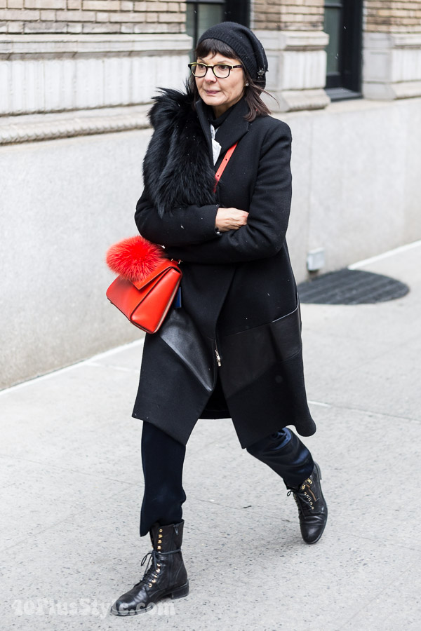 Winter outfits: all black outfit | 40plusstyle.com