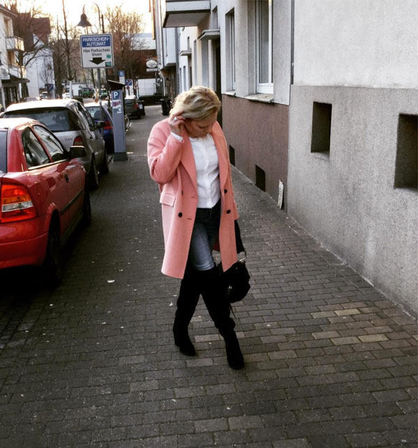 Layering with a coat for transitional weather | 40plusstyle.com
