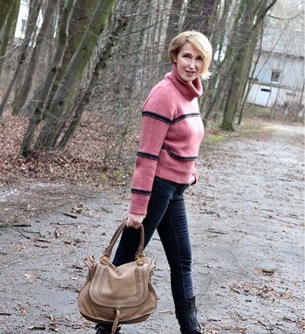 chic pink turtleneck with jeans | 40plusstyle.com