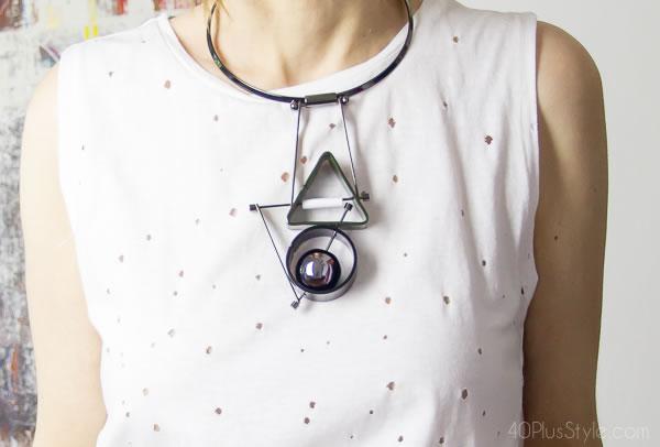 Geometric necklace | 40plusstyle.com