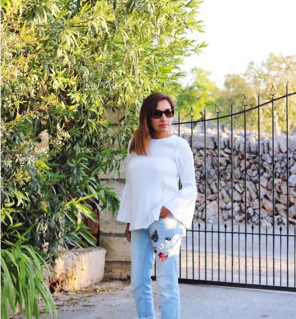 Ideas on how to wear sunglasses: flare top and denim | 40plusstyle.com