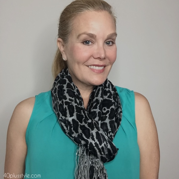 How to tie a neck scarf | 40plusstyle.com