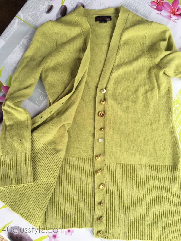 An idea to make a simple cardigan extraordinary | 40plusstyle.com