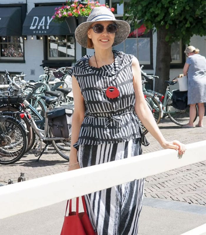 How To Dress For A Sunny Day In The Netherlands | 40plusstyle.com