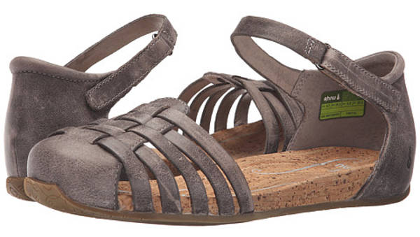 most comfortable travel sandals | 40plusstyle.com