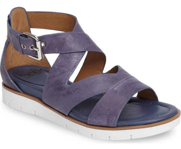 comfortable travel sandals | 40plusstyle.com