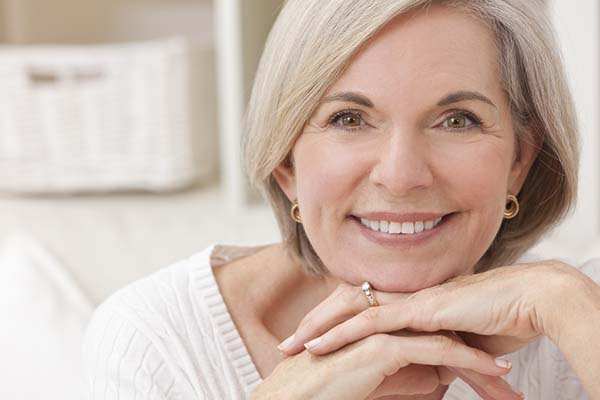 How to wear makeup for mature women and women over 40 | 40plusstyle.com