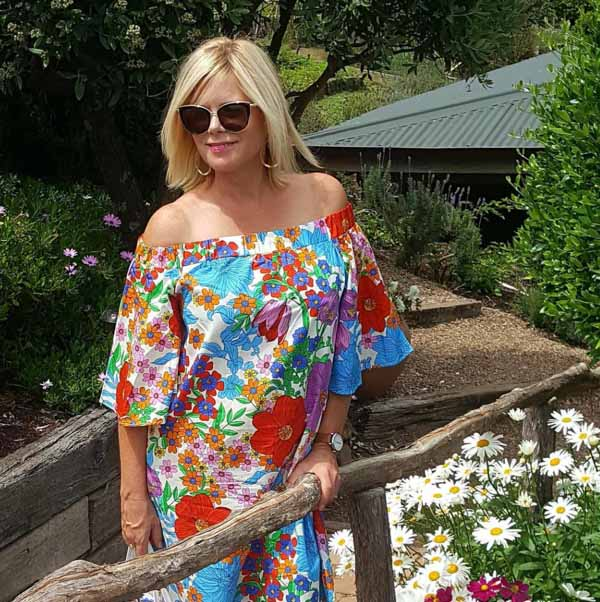 floral outfit ideas for women over 40 | 40plusstyle.com
