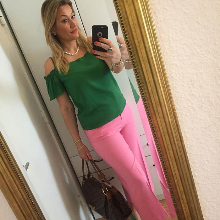 Pink and green outfit - #40plusstyle inspiration: green | 40plusstyle.com