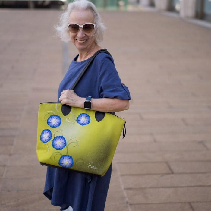 green bag - #40plusstyle inspiration: green | 40plusstyle.com
