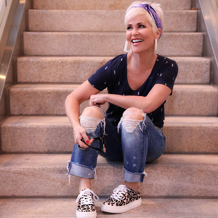 Shauna wearing ripped jeans   40plusstyle.com