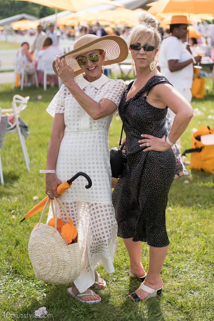 Sexy neutral dresses at the veuveclicquotpolo classic 2018 | 40plusstyle.com
