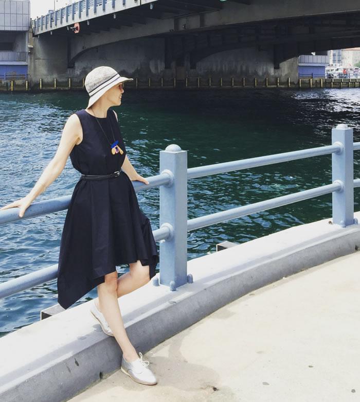 Cos navy dress | 40plusstyle.com