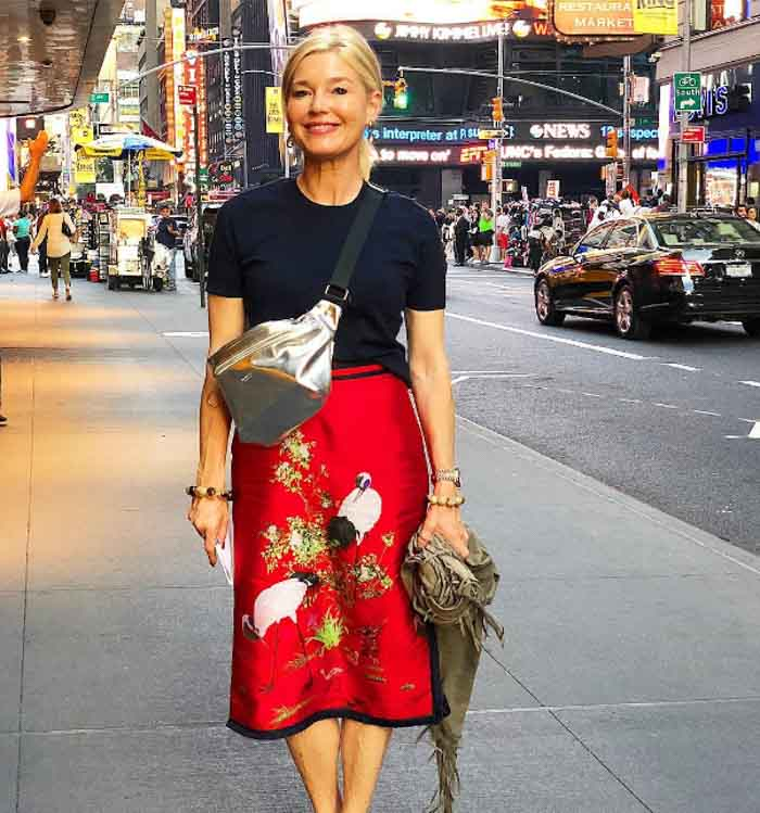 Red skirt - 20 different ways to wear black | 40plusstyle.com