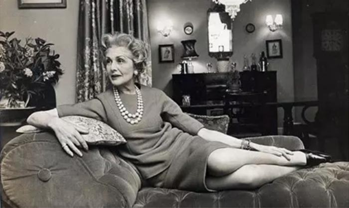 Mrs Exeter - Stylish women over 40 | 40plusstyle.com
