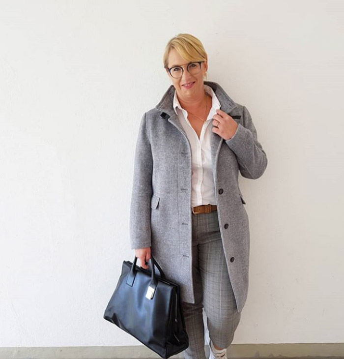 Grey neutral looks with jackets and blazers | 40plusstyle.com